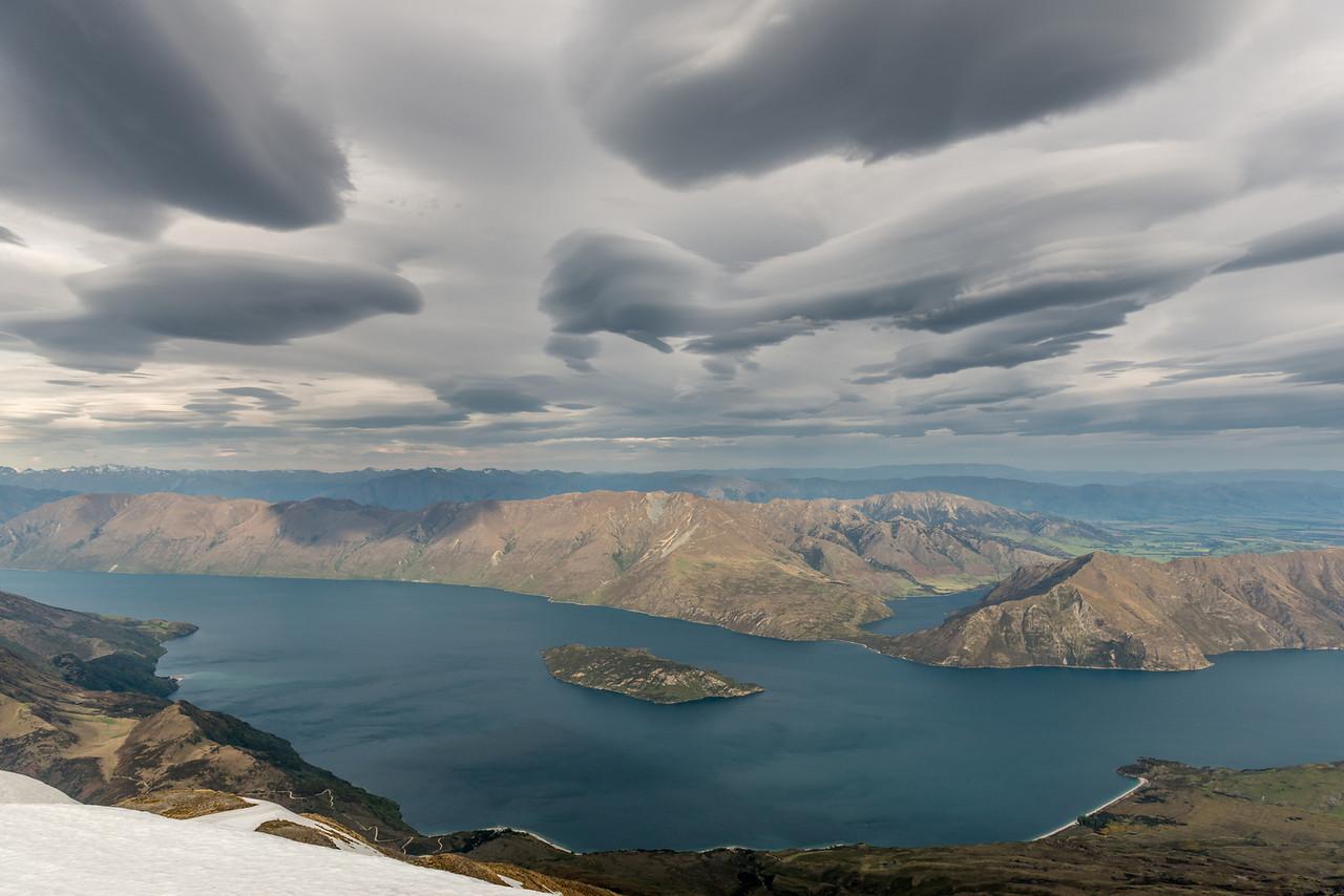 Hogsback cloud over Lake Wanaka