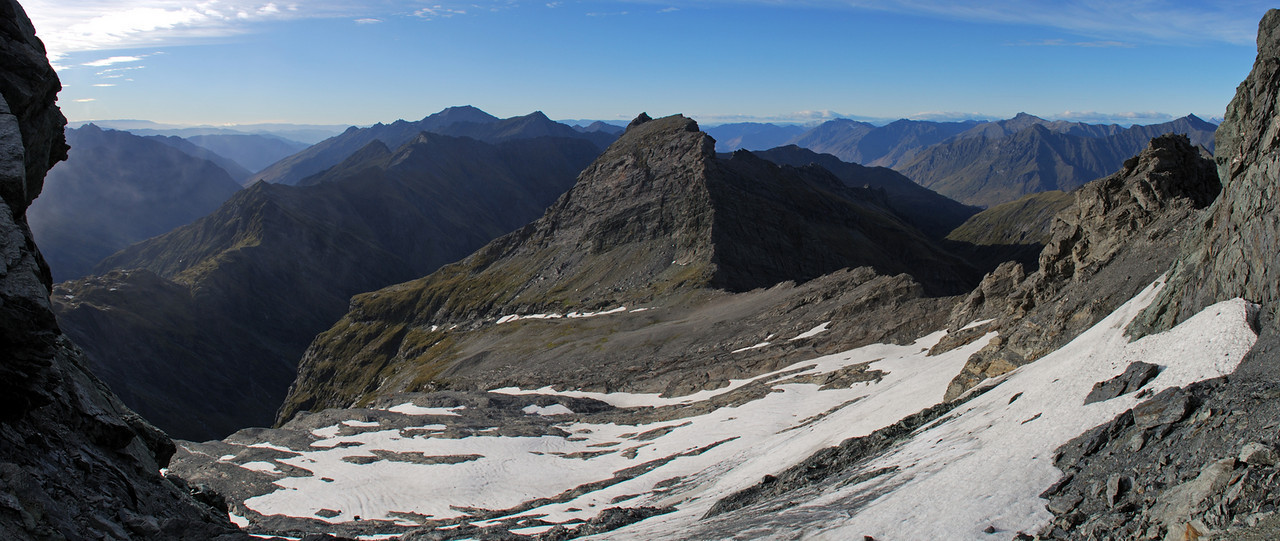 Looking south-east from Dragonfly Peak, into the Minaret Burn (left) and the two branches oif Mill Creek.