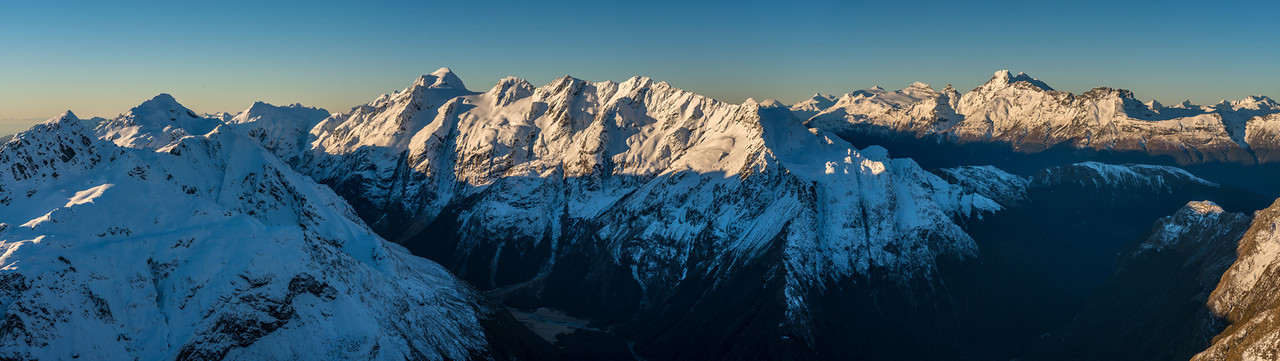 Panorama from F-Knob: Mts Xenicus and Erebus (left), Somnus and Momus (centre) and the Forbes Mountains (right)