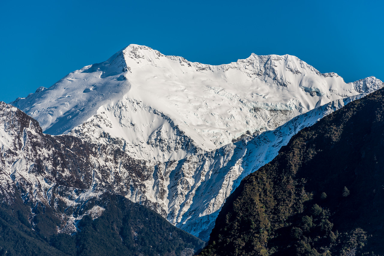 Mount Edward and Mount Maoriri rise high above Cascade Saddle