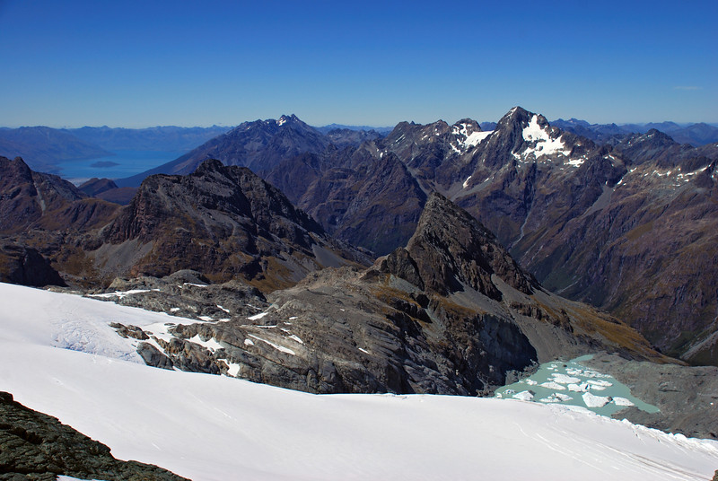 View from the low peak of Poseidon: Minos Peak and Amphion Peak in the foreground; Lake Wakatipu, Mt Bonpland, Momus and Somnus behind
