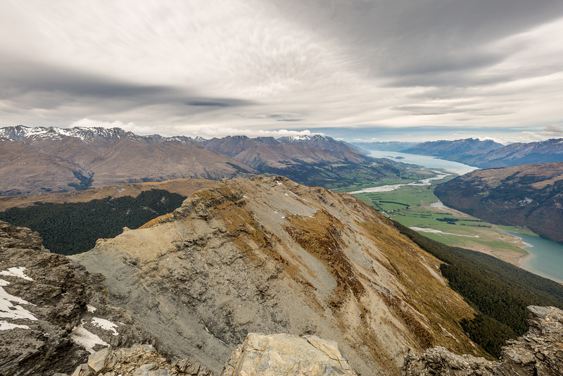 The southern end of Turret Ridge (Pt 1670m) and Lake Wakatipu from Pt 1749m. Diamond Lake is at the right edge of the image