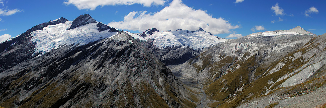 The view at the head of Snowy Creek. Headlong Peak on the left, unnamed peak 2379m and Mt Tyndall at centre image, and unnamed peak 2308m to the right