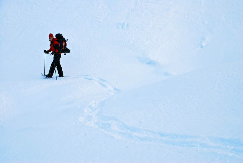 Drawing pretty patterns in the snow at the head of the Rumbling Burn