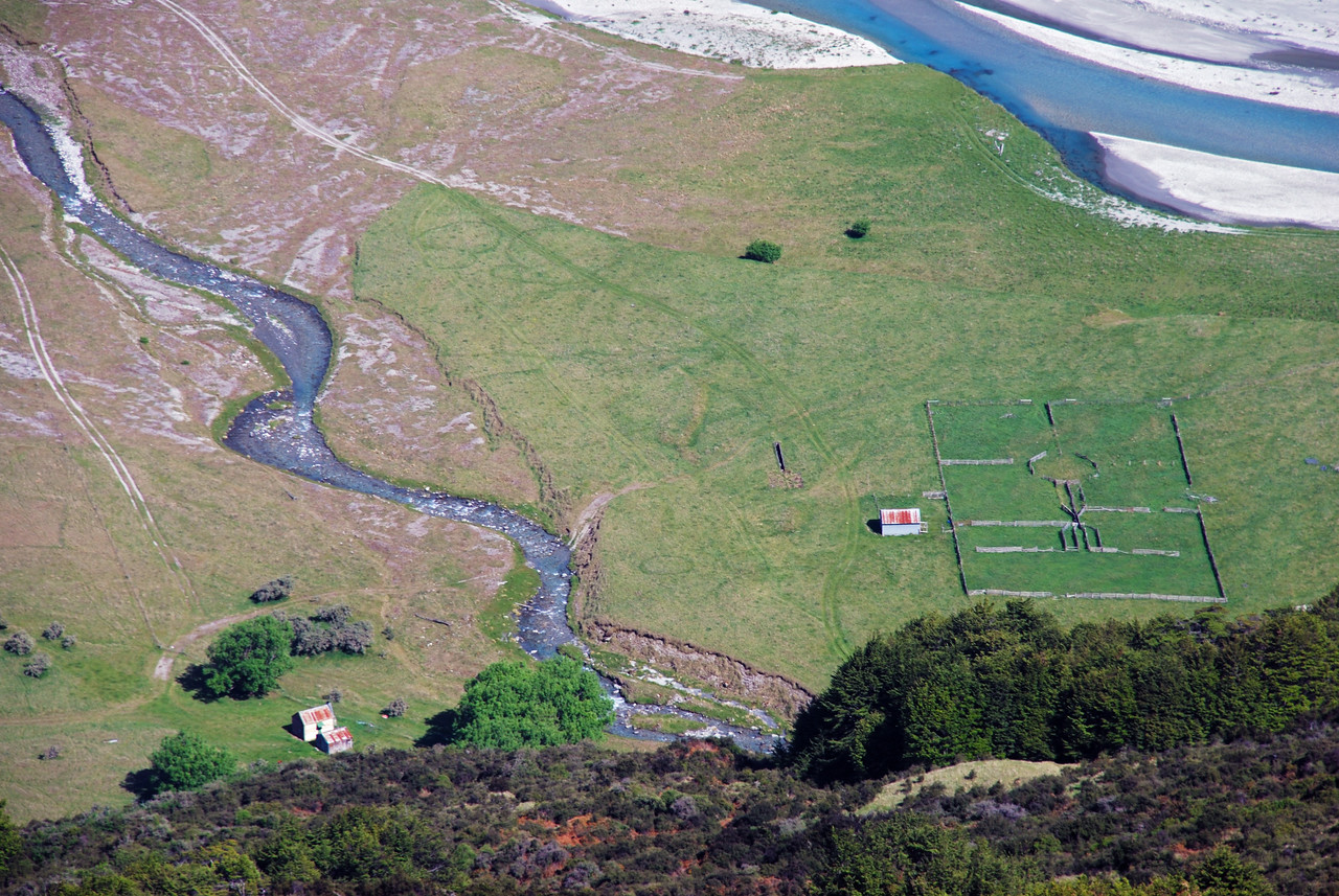 Looking down Broad Spur to the stockyards at the mouth of Arthurs Creek. The Rees River in the top right corner.