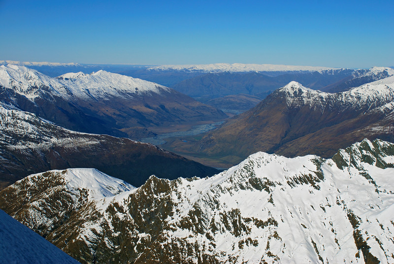 Looking south-east from Popes Nose: Duncans Knob and the Mildewed Meg are in the foreground. The Buchanan Peaks (left) and Niger Peak (right) are behind, with the Matukituki River in between