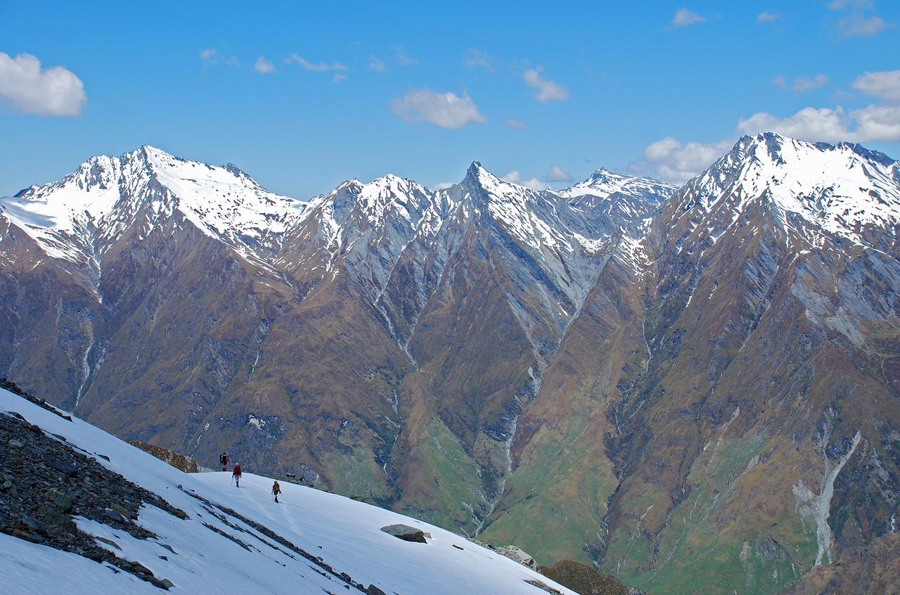 Descending the south ridge of Rob Roy Peak. Fog Peak, Sharks Tooth Peak, Black Peak and Craigroyston Peak behind.