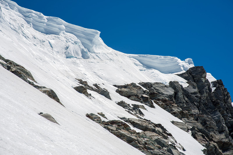 The mother of all cornices at the top of Rough Ridge - over 20m thick! I sidled to climb through the only obvious break