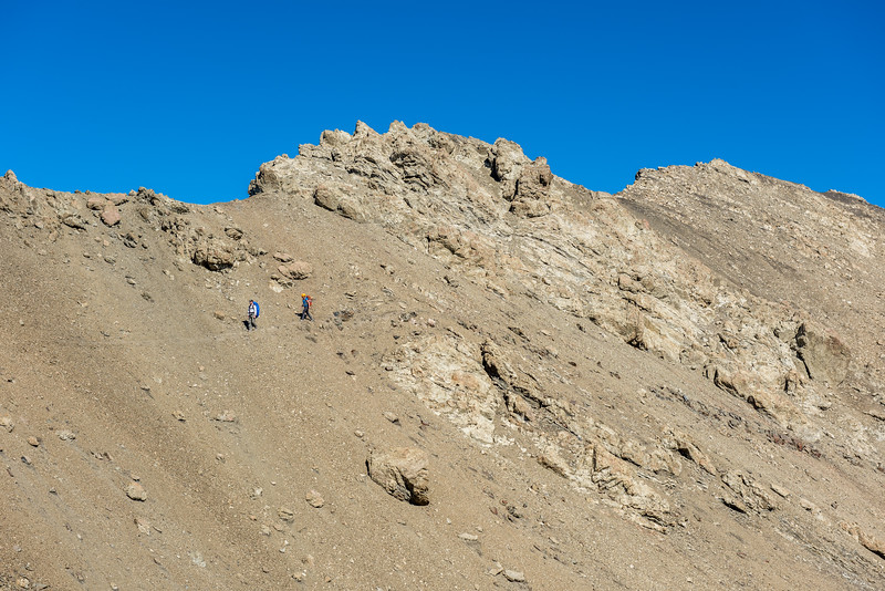 Descending the east ridge of Manakau