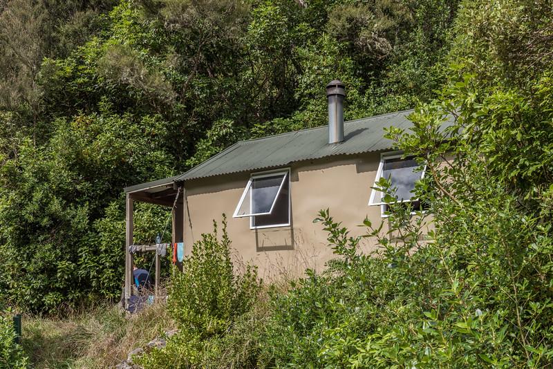 Hapuku Hut, Hapuku River