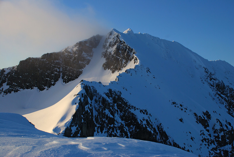 Jane Peak from its northern outlier 1876m. And what a fun ridge ahead of us!