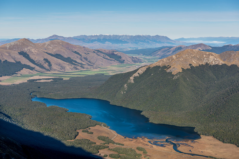 South Mavora Lake and Takitimu Mountains (in the back) from the south ridge of Mount Campbell
