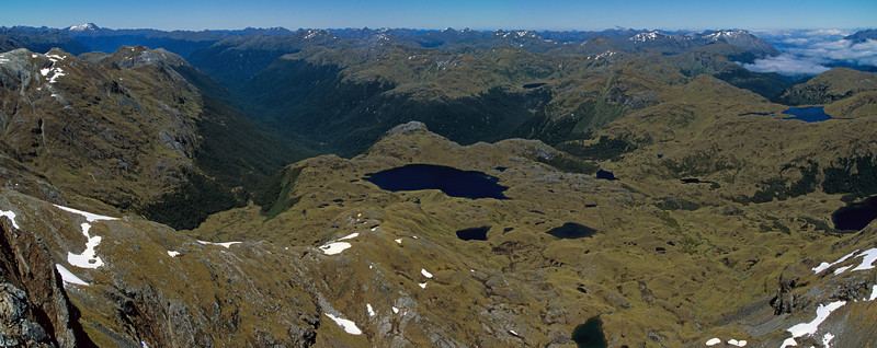Lake Roe and the Hauroko Burn from the ridge of Tamatea Peak. Lake Horizon is at the right edge of the image; Caroline Peak near the left edge