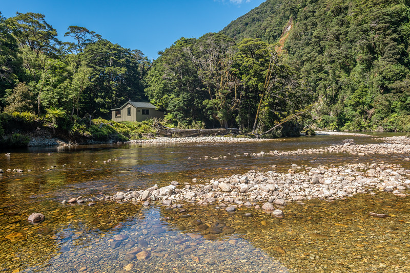 Lake Hankinson Hut and Wapiti River. George Sound Route, Fiordland National Park.