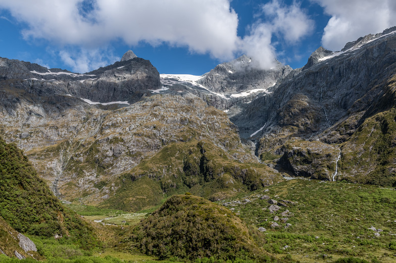 Looking up to Ngapunatoru Pass, between Troglodyte  (left) and Paranui Peak (right).