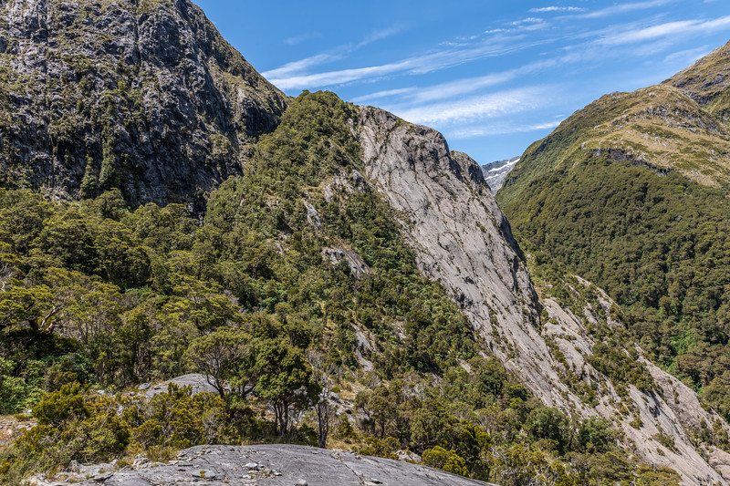 Route to Lake Pukutahi through the bluffs above Moulin Creek