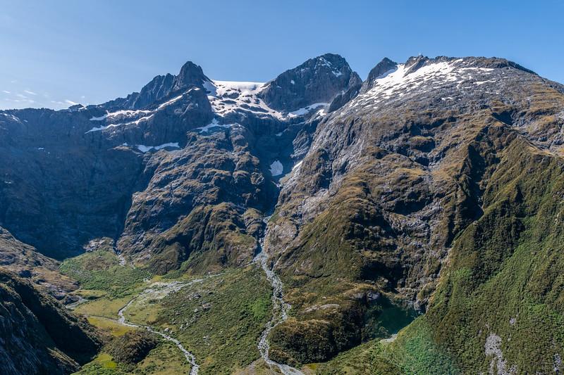Ngapunatoru Pass and Paranui Peak.
