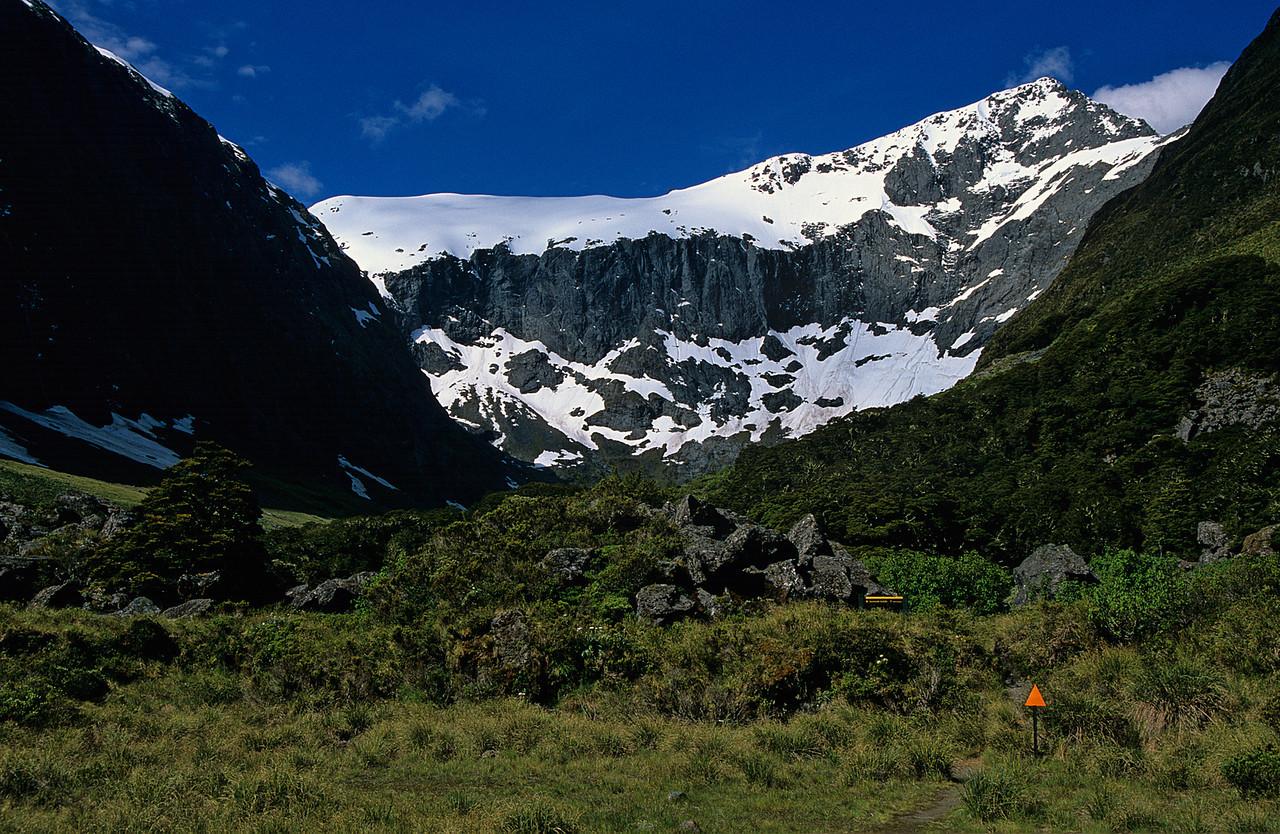 Barrier Knob and Barrier Peak