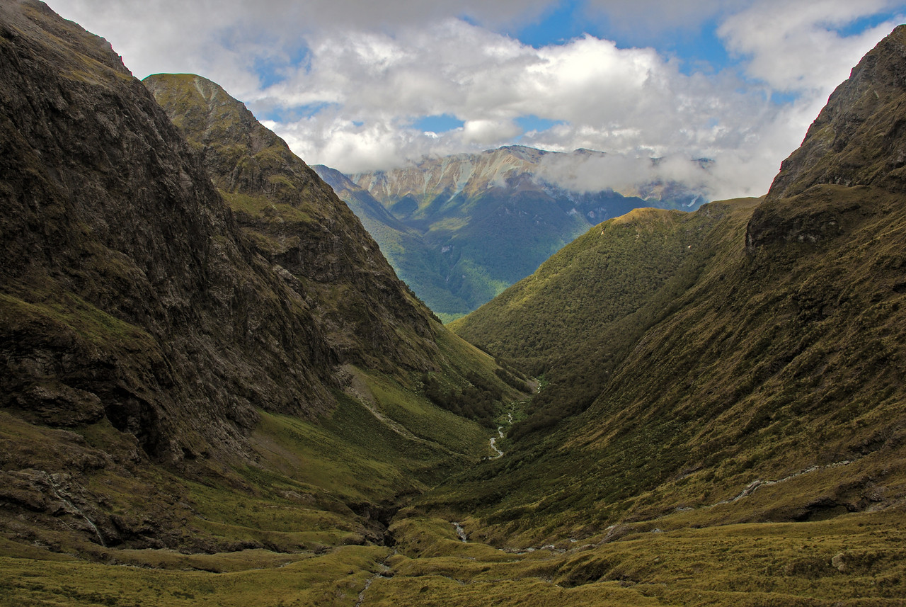 Looking down the Murcott Burn, en route to Dore Pass