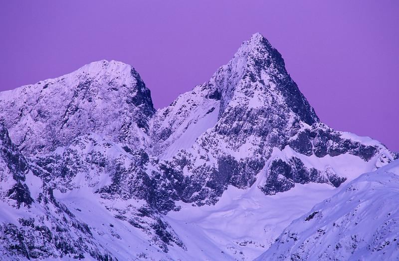 Flat Top Peak and Pyramid Peak from Key Summit