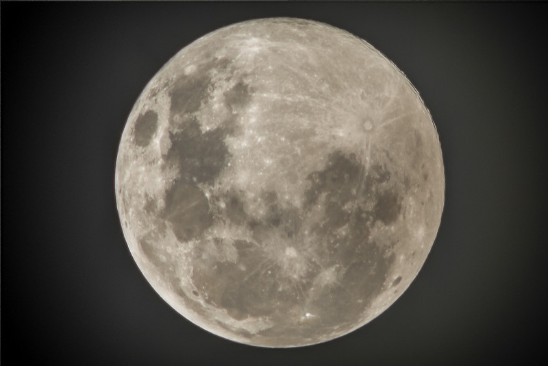 "Perigee moon (""Supermoon""), 23 June 2013, h22.37. But too much humidity in the air for a clear shot"