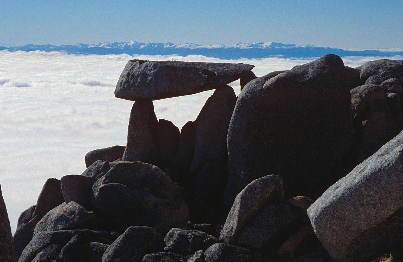 Granite boulders on Mt Titiroa's north ridge. The Takitimu Mountains in the background