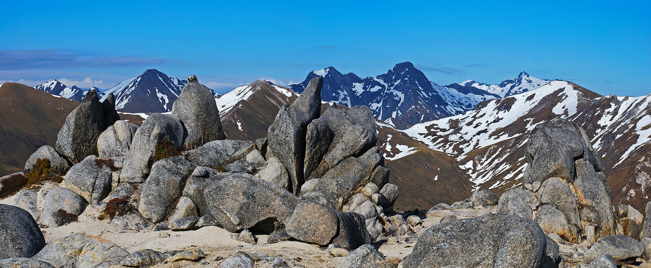 On the north ridge of Mount Titiroa, looking west towards the Hunter Mountains.