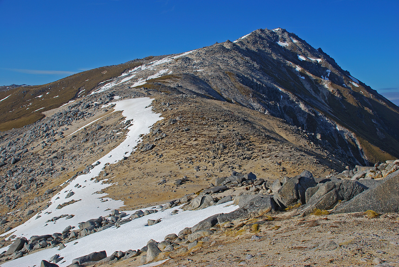 The north ridge of Mount Titiroa.