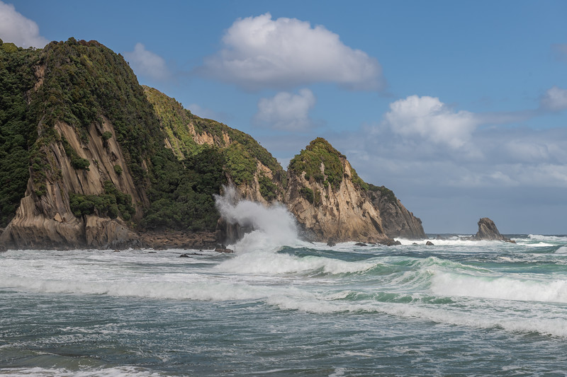 Heavy seas at Sealers Bay, Fiordland National Park.