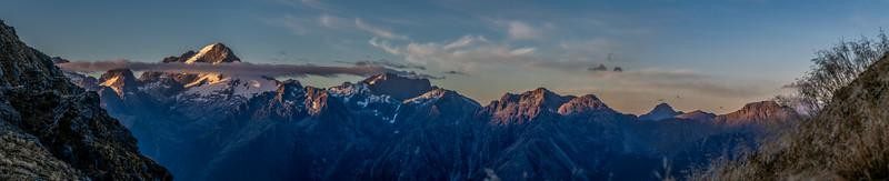 Sunrise on Alice Peak, Mount Tutoko, Mount Parariki and Mount Thunder. Skippers Range, Fiordland National Park.