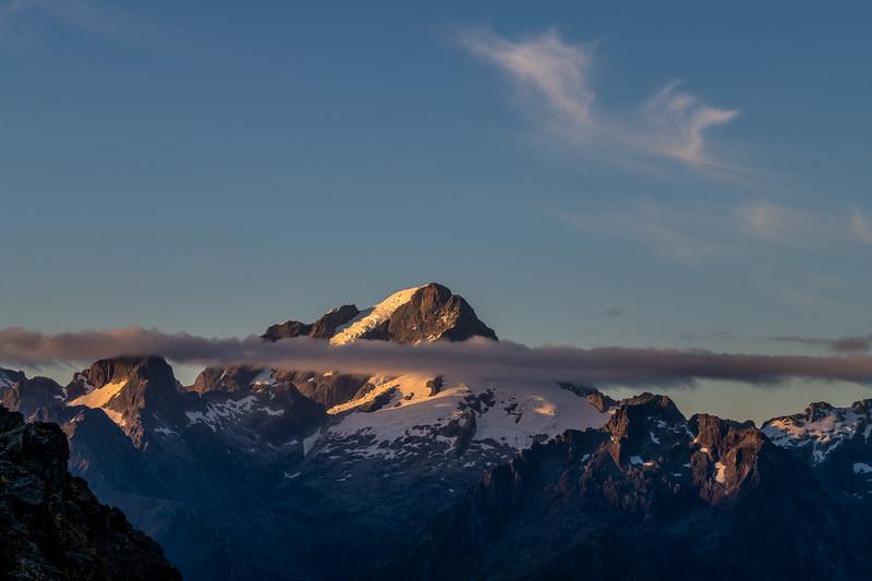 Sunrise on Alice Peak and Mount Tutoko. Skippers Range, Fiordland National Park.