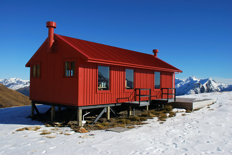 Brewster Hut. The Lindsay Peaks and Burnt Top in the background to the right.