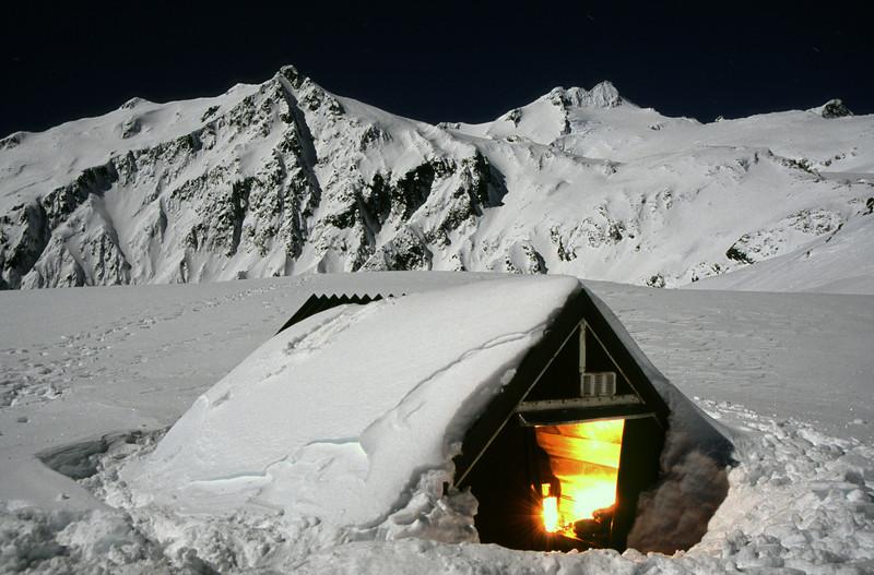 Brewster Hut by night (3am)
