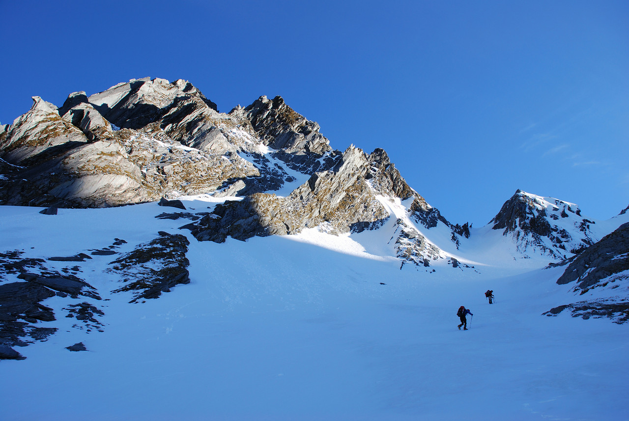 Climbing to the west ridge of Mt McCullaugh past The Buttress