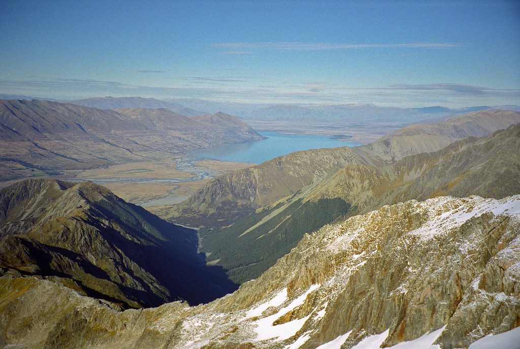 Looking into the North Temple and Lake Ohau