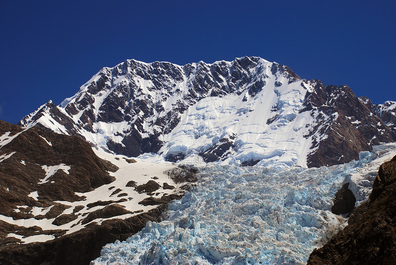 The east face of Aoraki / Mount Cook and the Hochstetter Glacier icefall from Haast Ridge