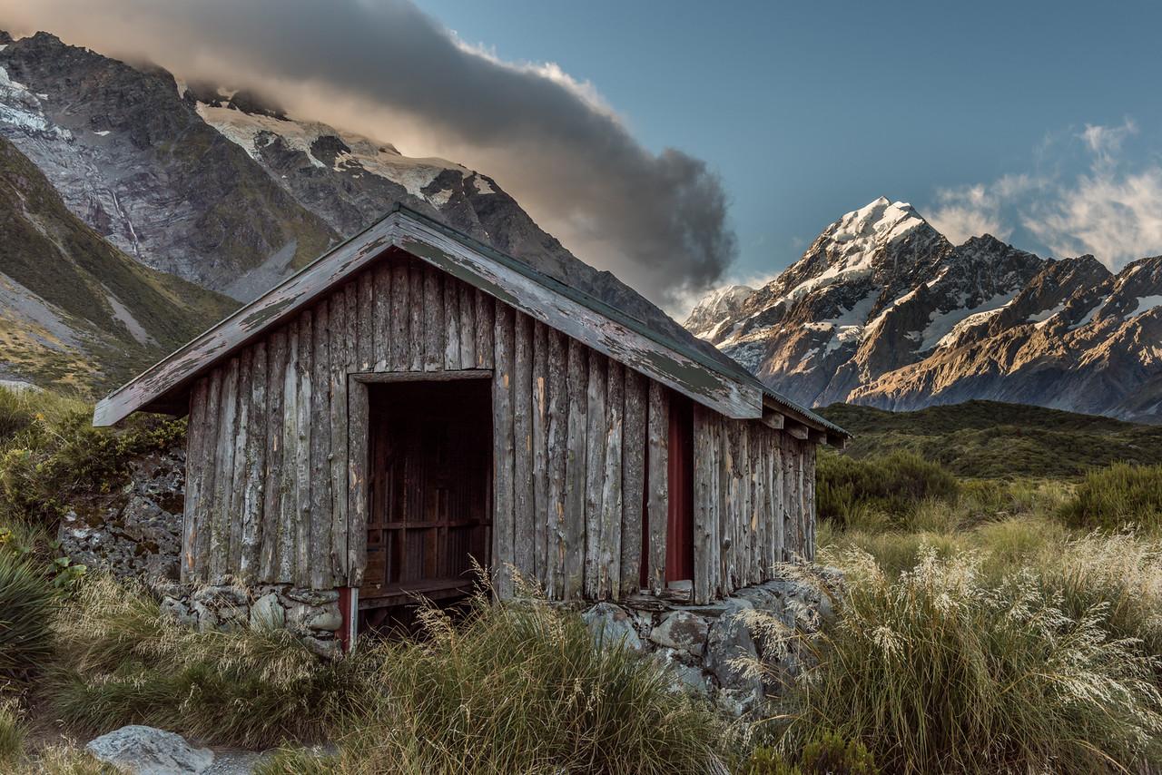 Stocking Stream Shelter and Aoraki/Mount Cook.