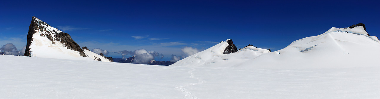 The plateau at the head of the Horace Walker Glacier. Blizzard Peak to the left, Splinter Peak to the right.