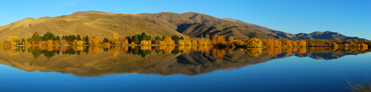Autumn reflections at Wairepo Arm, Lake Ruataniwha