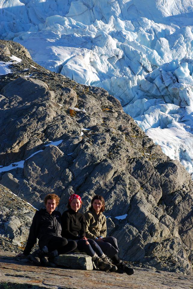 Jaz, Nina, Michelle on top of Sefton bivvy rock