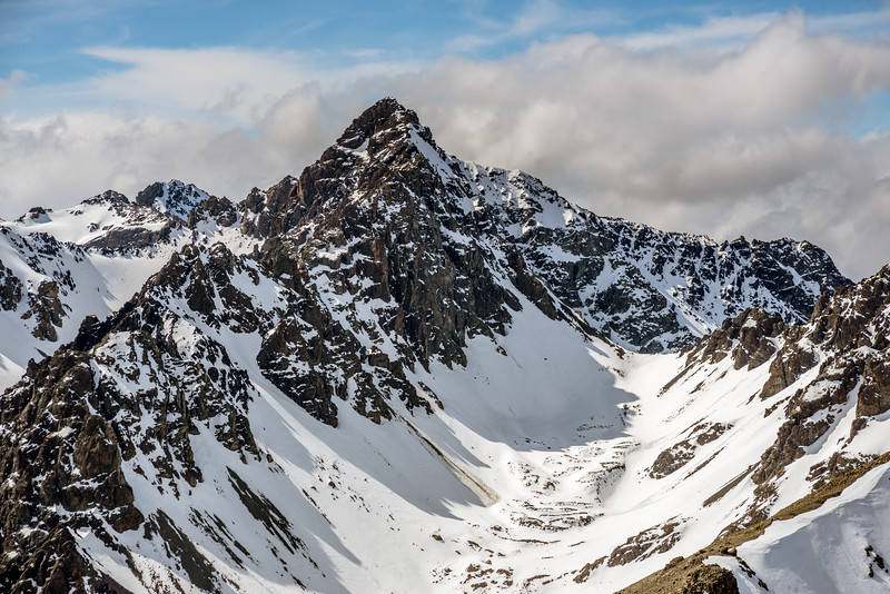 Close up view of The Thumbs' high peak (2546m) from Mount Pattisson.