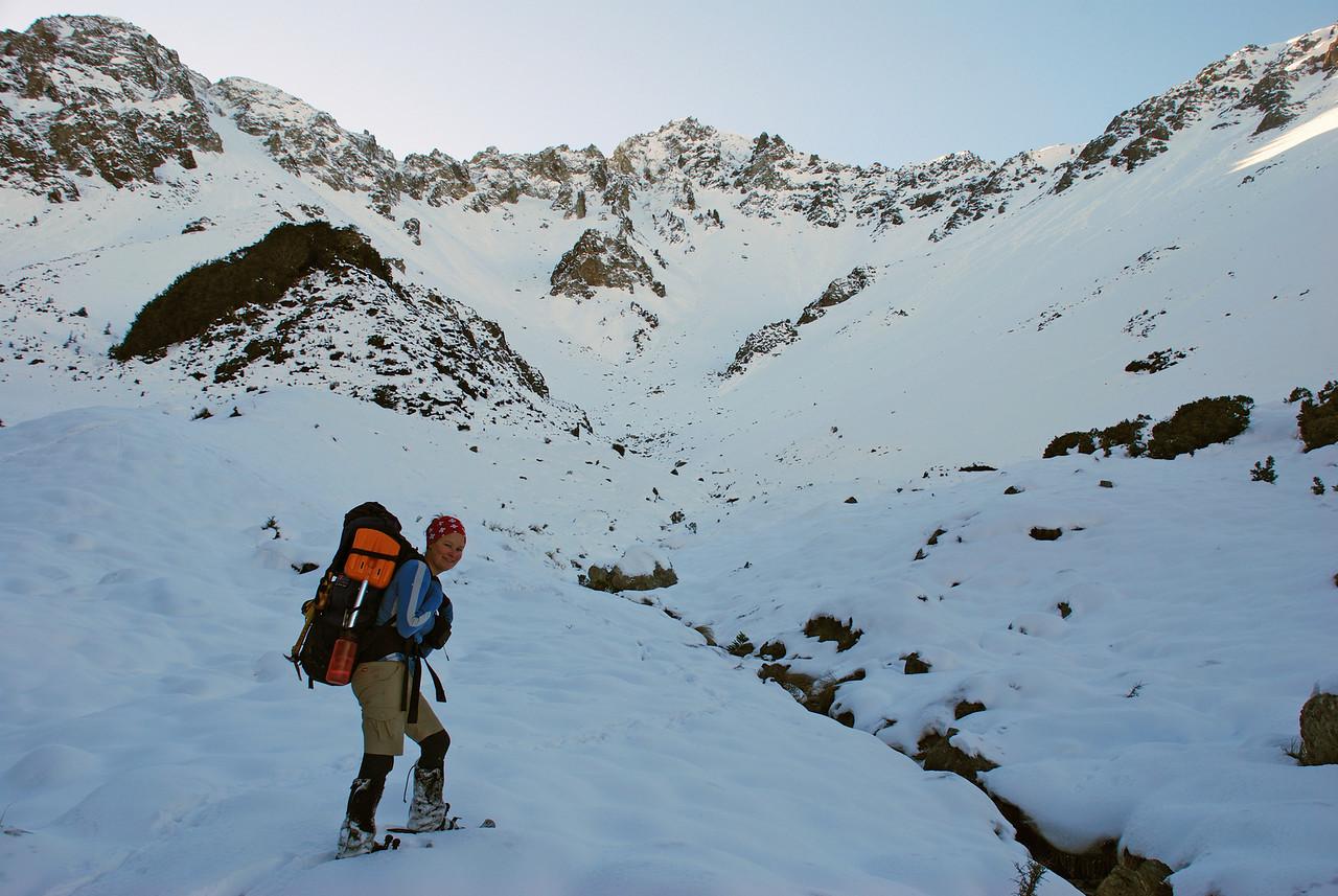 Snow shoeing towards Sphinx Saddle, Easy Stream