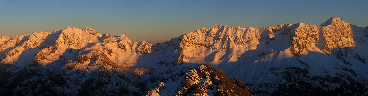 Jellicoe Ridge: Mt Guinevere and Mt Lancelot at sunrise. View from Avalanche Peak