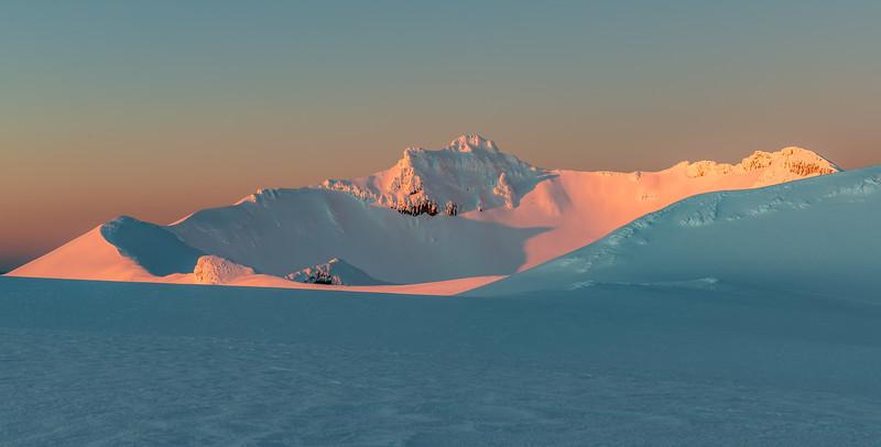 Summit Plateau and Tahurangi at dawn.