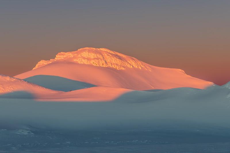 Summit Plateau and Paretetaitonga at dawn.