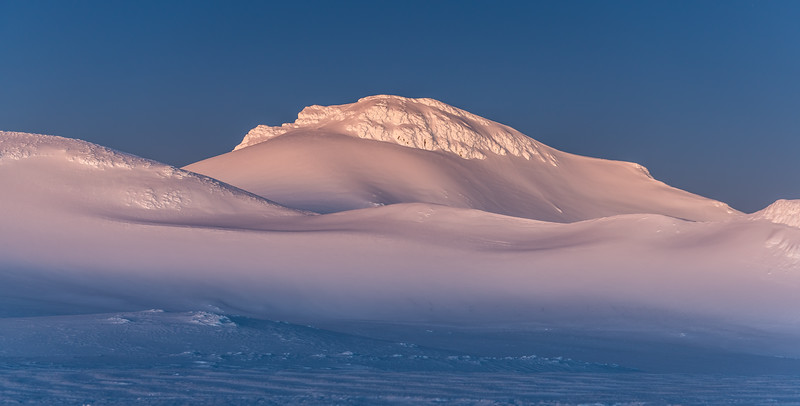 Summit Plateau and Paretetaitonga in the first light of dawn.