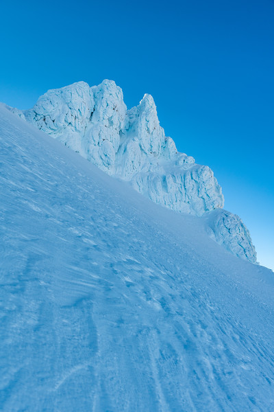 Climbing the Central Gully on the south face of Tukino Peak