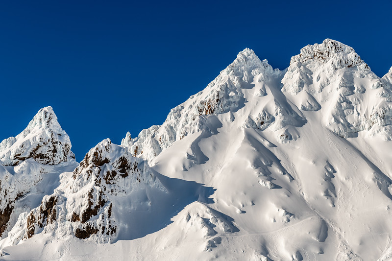 Great Pinnacle (far left) and Second Pinnacle (double summit on right). Pinnacle Ridge, Mount Ruapehu.
