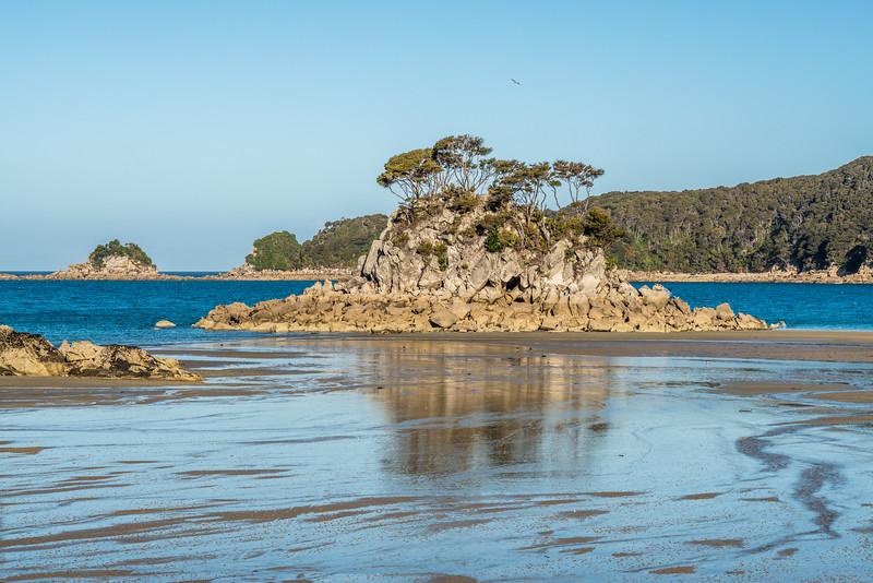 Ballon Rock, Torrent Bay
