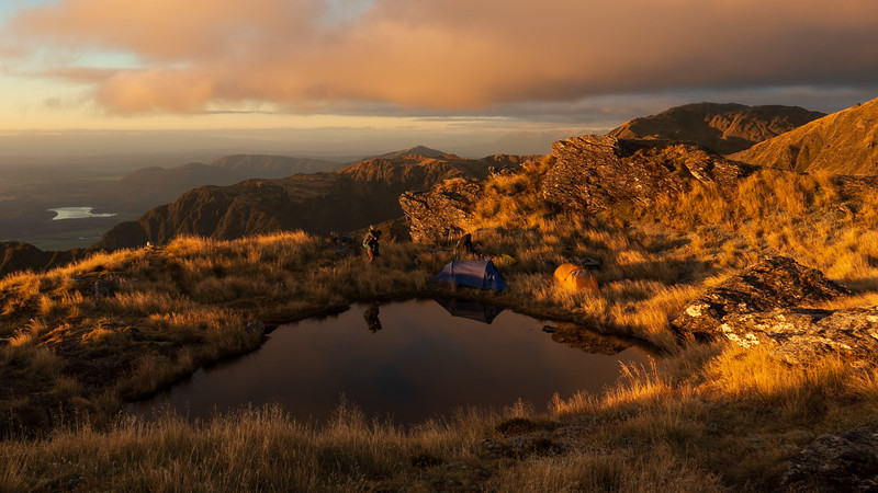 Tarn camp at 1400 m, Lady Lake below.